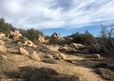 Pinnacles-Peak-Lake-Arrowhead-Hiking-Trail-15