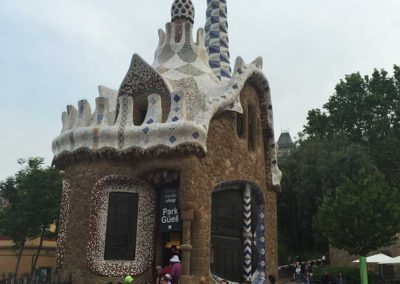 park-guell-gaudi-barcelona-spain-easy-hiking-trail-24